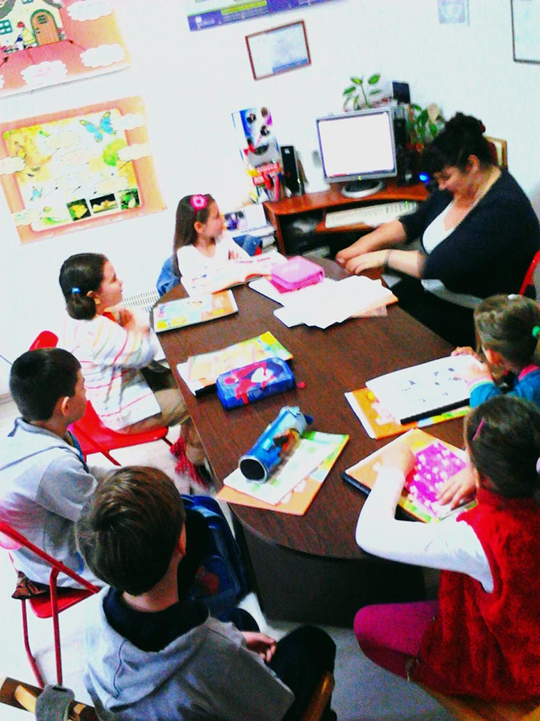 Imagini din articolul/Images from the article: Children lessons